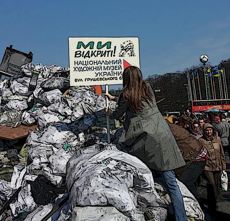 Пасьля двух месяцаў вымушанага перапынку супрацоўніца музэю ўстанаўлівае на барыкадах шыльдачку з запрашэньнем у музэй. Кіеў, сакавік 2014.