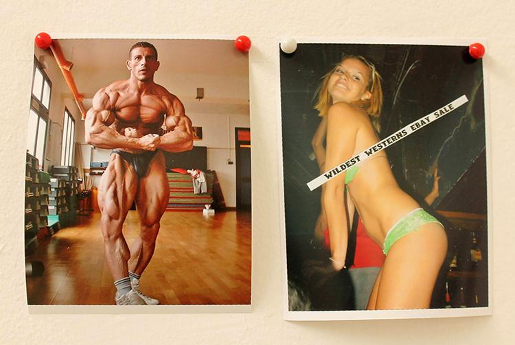 Фрагмент серыі Алены Пратасевіч «#Perfect Body (хэштэг Ідэальнае цела)» /  выстава «Anatomia. Ідэальнае цела», Менск 2015