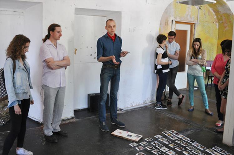 Аляксандр Веледзімовіч падчас прэзентацыі праекта