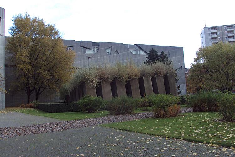 Габрэйскі музей у Берліне. На першым плане «Сад забвення»