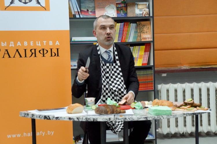 Альгерд Бахарэвіч падчас прэзентацыі. Фота Юлі Цімафеевай